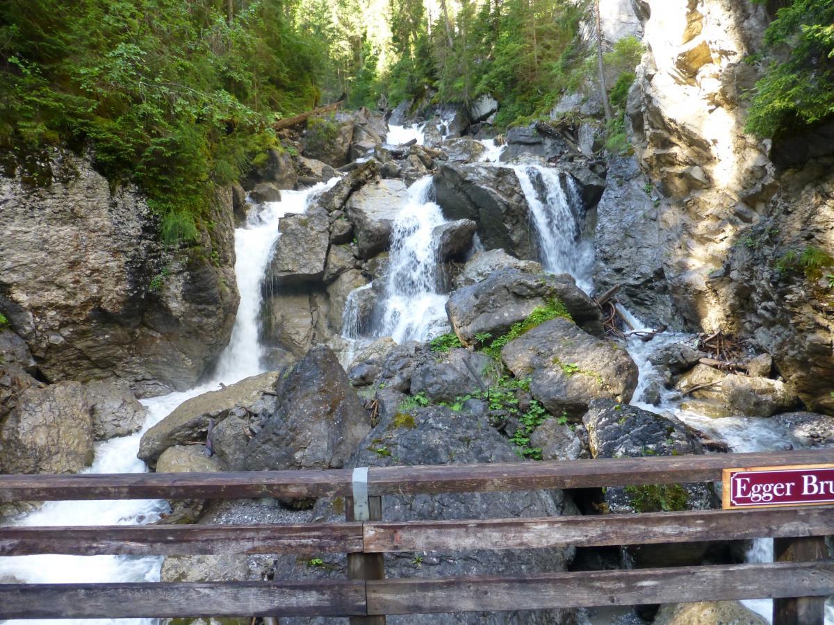 Wasserfall auf dem Weg zum Berg